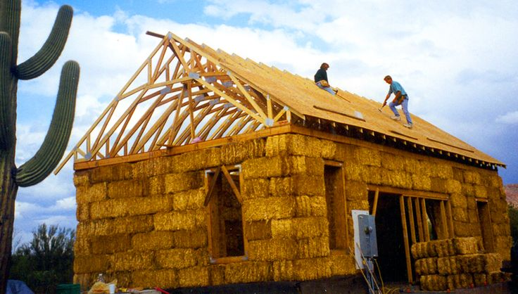 Straw Roof Raising 3 Straw Bale House Earth Bag Homes Straw Bale Construction