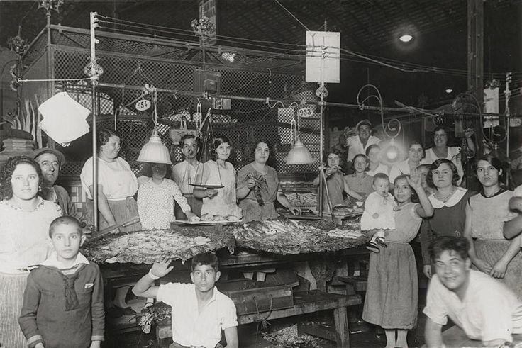 Barcelona, parada de peix de la Boqueria 1930.