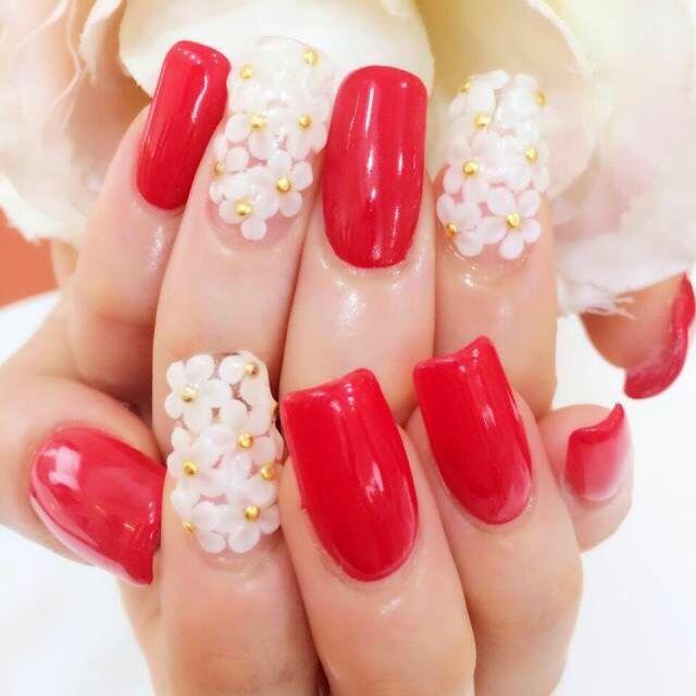主役らしく、思いっきり派手可愛く! 赤い花嫁衣装に合うネイルまとめ。ウェディングドレス・カラードレス・色打掛に合うネイル一覧。