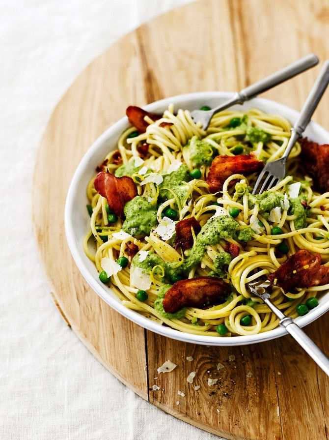 Pasta with pea-pesto, citron oil and crispy bacon. You can make vegan version with smoked tofu or coconut veggie bacon. Something green for spring!