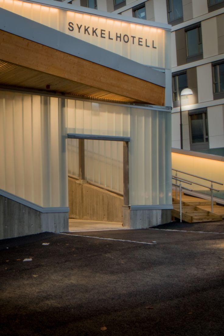 Entrance detail of steel wood and glass for Norway´s bicycle hotel. / Inngangsdetaljer av ståltre og glass til Norges sykkelhotell.
