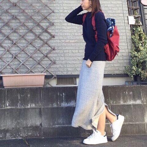 ybtn_102411 Mar. #ootd ・ こんばんは ・ またまた連投、失礼します ・ ・ 快晴☀️の愛知。 風はちょっと冷たかったですが、太陽サンサンだと、暖かく感じますね✨ ・ ・ スウェット#hyke #スウェットロングスカート#uniqlo #リュック#無印良品#muji #バンダナ#しまむら スニーカー#adidas#adidasstansmith ・ ・ 1枚で様になるトップス × #ユニクロ のスカートも、ちょい厚地スウェットで、形が綺麗なんです ・ ・ 今週も仲良くしてくださり、ありがとうございました ・ ・ #outfit#instafashion#今日のコーデ#シンプルコーデ#KURASHIRU#Locari#kaumo_fashion#beaustagrammer