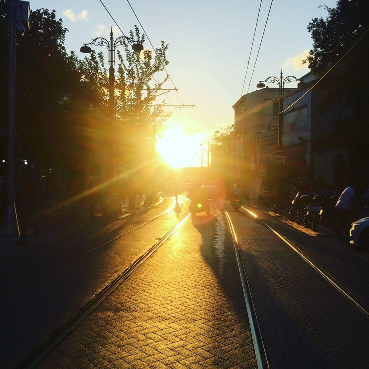 I love this city as much as possible. Under 🌅 It totally looks marvellous! #ilovethisplace #istanbul #galatatower #galatakulesi #istanbuldayasam #istanbullife #краснодарскийкрай #travelvloggers #travelvlogger #vlog #selcukunluturk #selcukunluturktravels #monopoltur #monopoldailytours #travel #instatravel