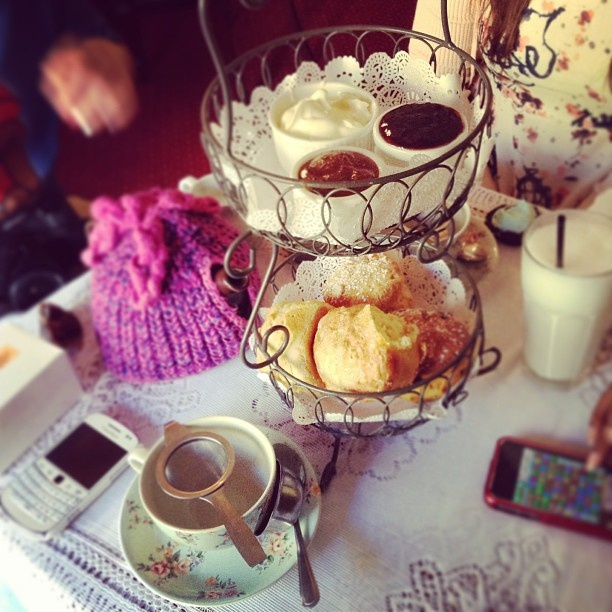 .@joleneongg | Scones & tea #easterweekend #scones #tea #irish #english #teacosy #theroc... | Webstagram - the best Instagram viewer