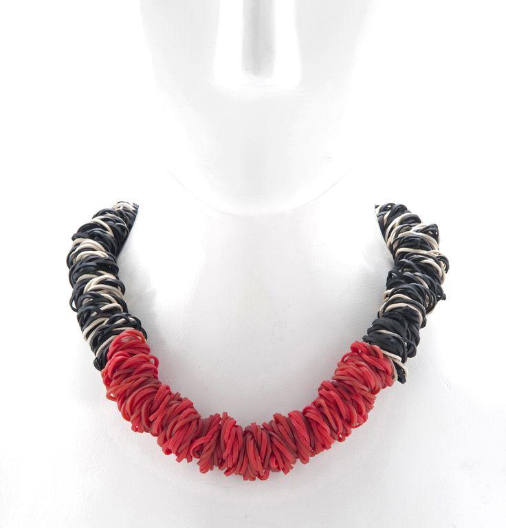 Modernist Rubber Band Necklace BLACK_RED
