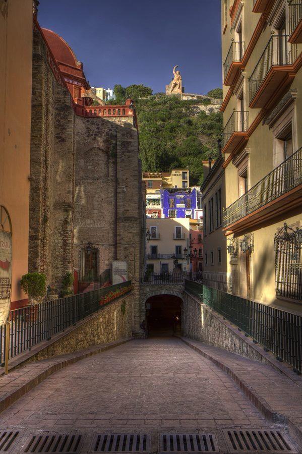 Atrévete a explorar los mágicos túneles en #Guanajuato, ciudad colonial de #Mexico.