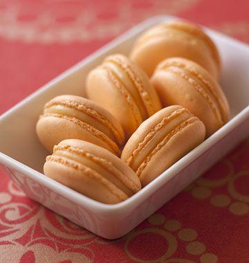Macarons pamplemousse coco - les meilleures recettes de cuisine d'Ôdélices  http://www.odelices.com/recette/macarons-pamplemousse-coco-r2999