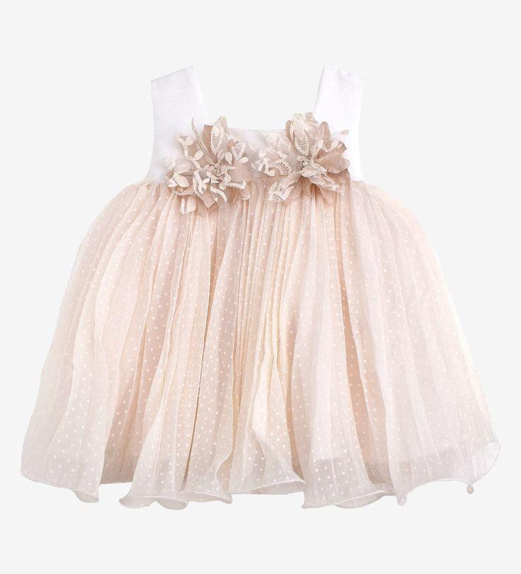 Βαπτιστικά ρούχα, ελληνικής ραφής, υψηλής ποιότητας. Παράγονται στον επαγγελματικό μας χώρο κατά παραγγελία στα μέτρα του παιδιού.   Βαπτιστικό φόρεμα από πουά πλισσέ φούστα μπεζ με μπούστο από σαντούκ εκρού ύφασμα, χειροποίητα λουλούδια από κεντημένη οργαντίνα και ύφασμα σε χρώμα σάπιου μήλου.