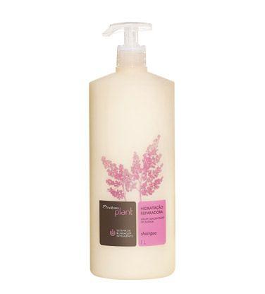 Shampoo para cabelos secos e ressecados que nutre os fios e prolonga a hidratação.