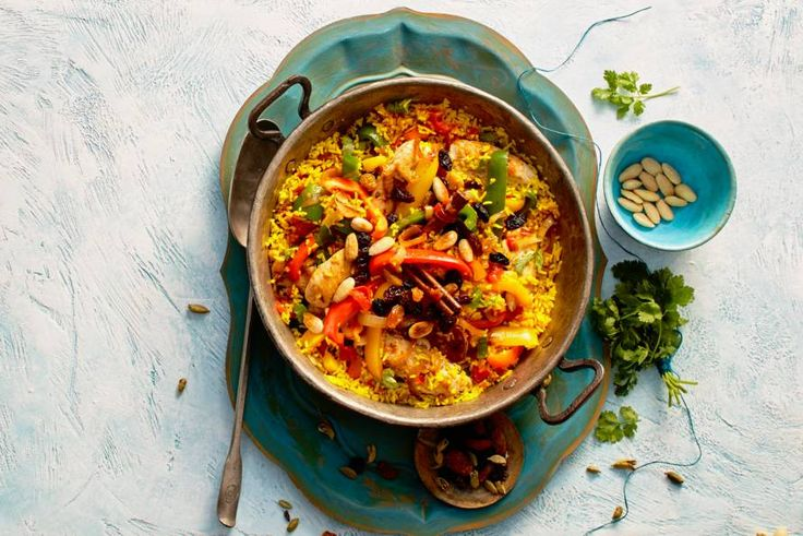 Groenten, kruiden, noten, vlees: dit rijke rijstgerecht bevat het beste uit de Indiase keuken - Recept - Allerhande