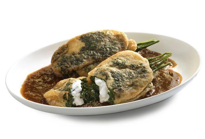 Prepara unos deliciosos Huazontles Rellenos de Philadelphia en Salsa Pasilla para una comida sana y ligera. ¡Tus platillos de ricos a deliciosos!