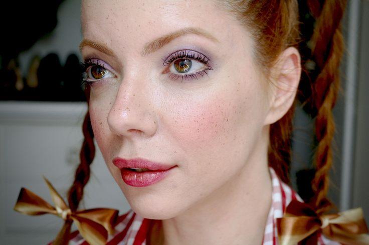 Julia Petit maquiagem para festas juninas com sardas falsas