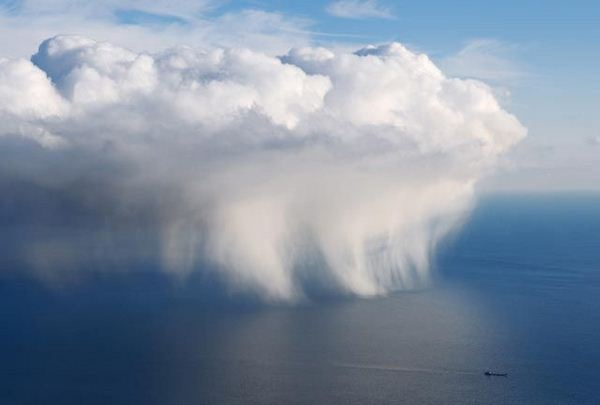 rain: Natural Photography, Amazing Natural, National Geographic, The Ocean, Volcanoes, Sea View, Rain, Black, Storms Cloud