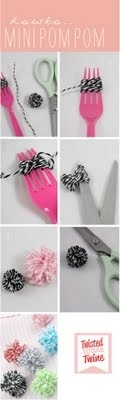 make mini pompoms with a fork!.