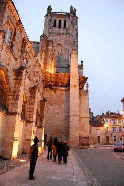 Extérieur de la cathédrale côté Cloître, Condom, #Gers, #Gascogne #oldstones