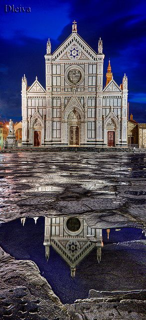 Church of the Santa Croce, Florence, Italy.  Our tips for 25 places to visit in Italy: http://www.europealacarte.co.uk/blog/2012/01/12/what-to-do-in-italy/