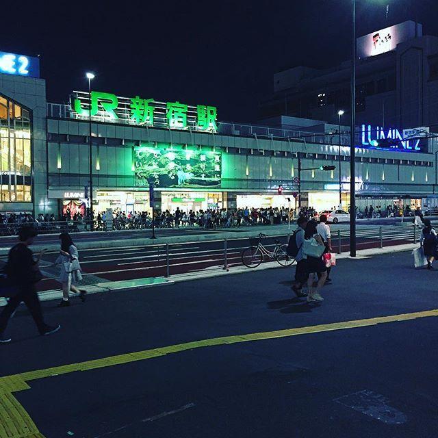 Instagram【naohikoo】さんの写真をピンしています。 《Shinjuku Station/新宿駅  #夜景 #街角スナップ #街角写真部 #写真 ##写真好キ #新宿駅 #新宿 #東京 #トウキョウ #Tokyo #photography #shinjuku #shinjuku station》