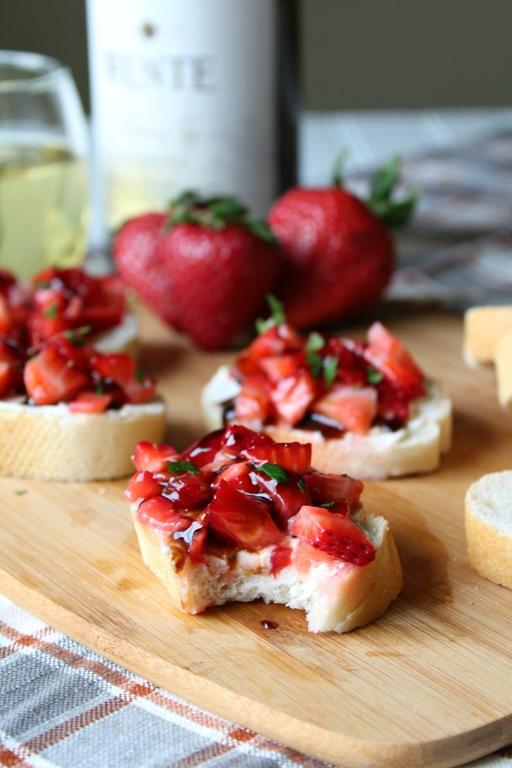 Strawberry Balsamic Bruschetta - A flavorful appetizer that pairs perfectly with a glass of wine! Made with strawberries, mascarpone, and a balsamic glaze!