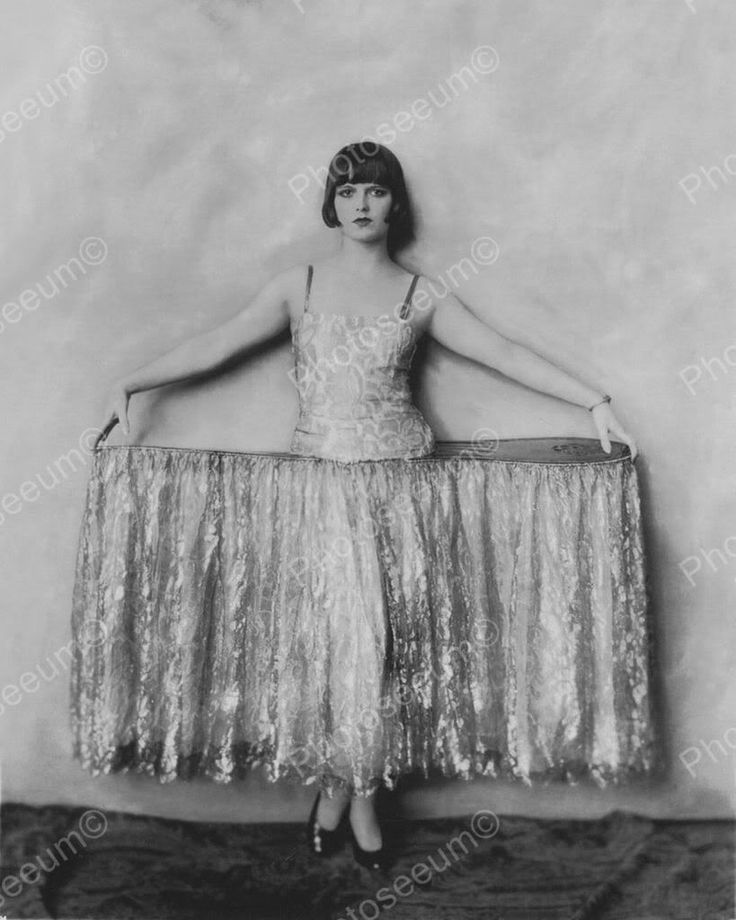 Click HERE to see my other auctions Louise Brooks Showgirl Vintage 8x10 Reprint Of Old Photo 4 Louise Brooks Showgirl Vintage 8x10 Reprint Of Old Photo 4 Alfred Cheney Johnston (April 8, 1885 - April