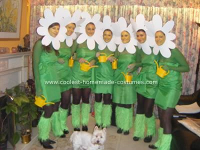 Coolest homemade daisy chain group halloween costume for Disfraces caseros adultos