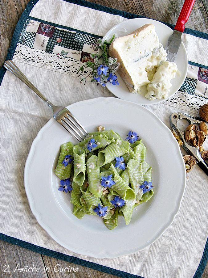 2 Amiche in Cucina: Garganelli alla Borragine con Gorgonzola, Noci e Fiori di Borragine