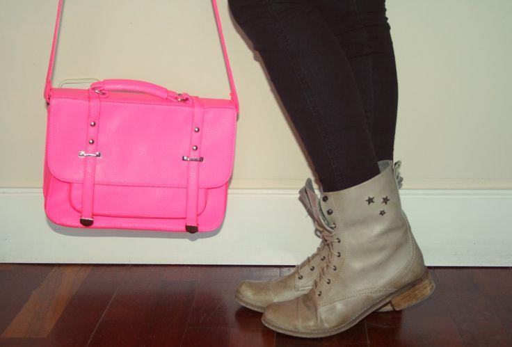 booties and fosforite bag botines y bolso fosforito