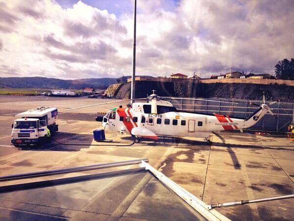 BUENOS DÍAS MUNDOOOOO !!!  Hoy comenzamos desde La #Coruña, con esta estupenda foto del #Helimer por @Yendy_Hernandez en el aeropuerto gallego de Alvedro. Buenos días y buena jornada a todos.