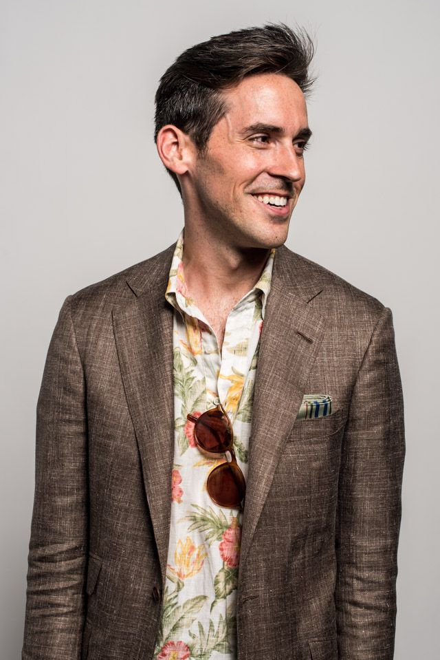 Alan Flusser: Close-up of a made-to-measure AF jacket in a wool, silk, and linen blend. Shot by Alex Crawford for AOS.