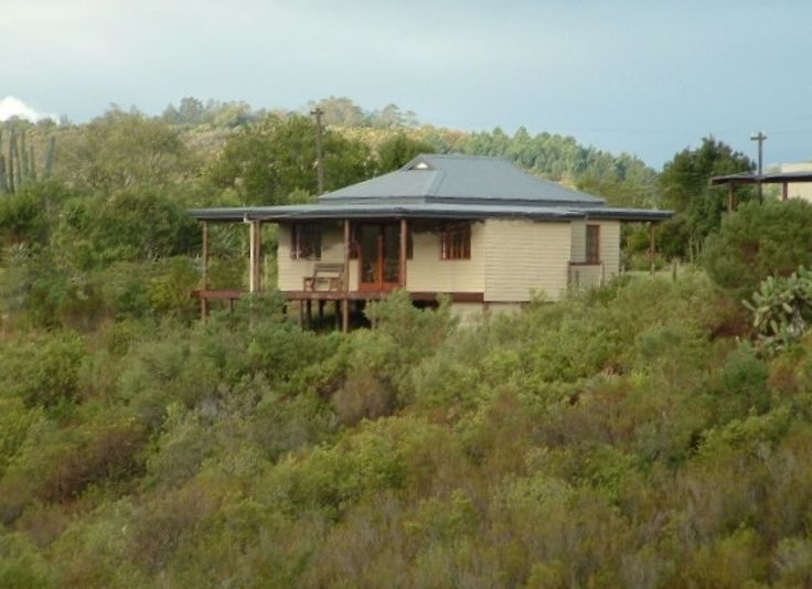 Mistymorn accommodation near Mossel Bay, Western Cape. Gracing the slopes of a hillside awash in fynbos, on a 100ha farm along the winding Robinson Pass, Mistymorn is a shipshape little timber cottage with jaw-dropping views onto a valley and the mighty Outeniquas beyond.