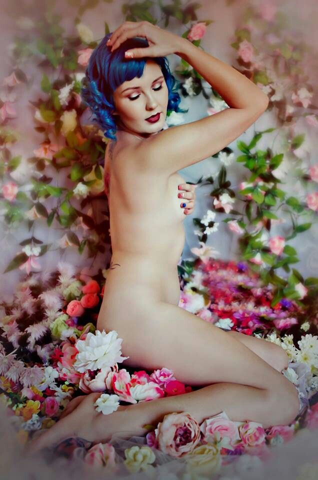 From my nude art set this morning with @Rita Makhzoum and @Michelle Knowles .what do you think. I think it's pretty and feminine and tasteful.