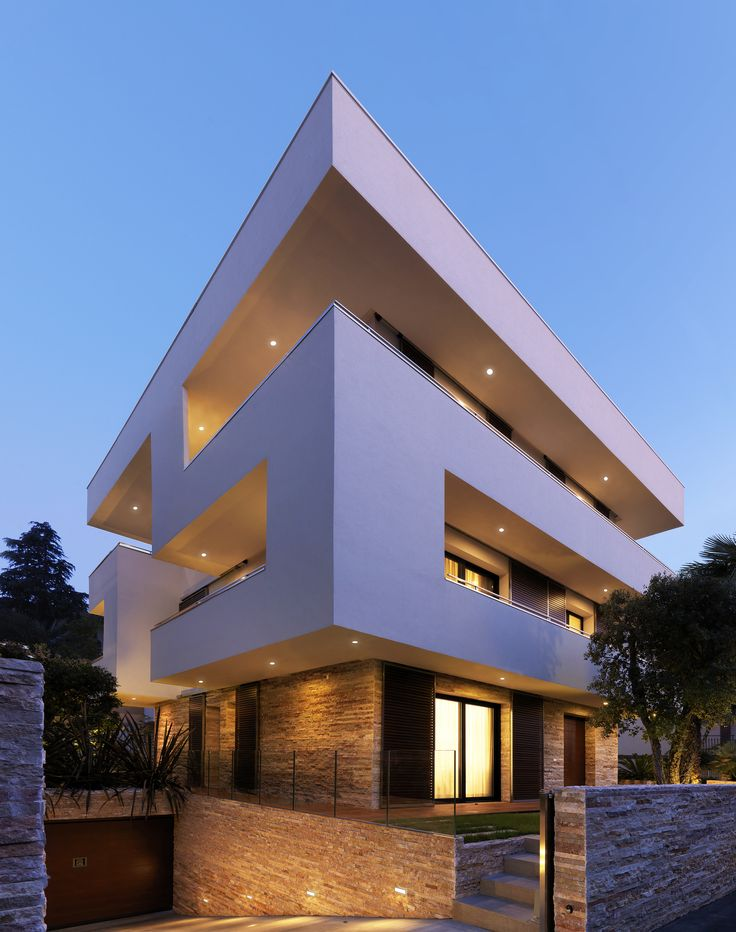 Conceptual Design And Playful Geometry: The RGR House in Italy