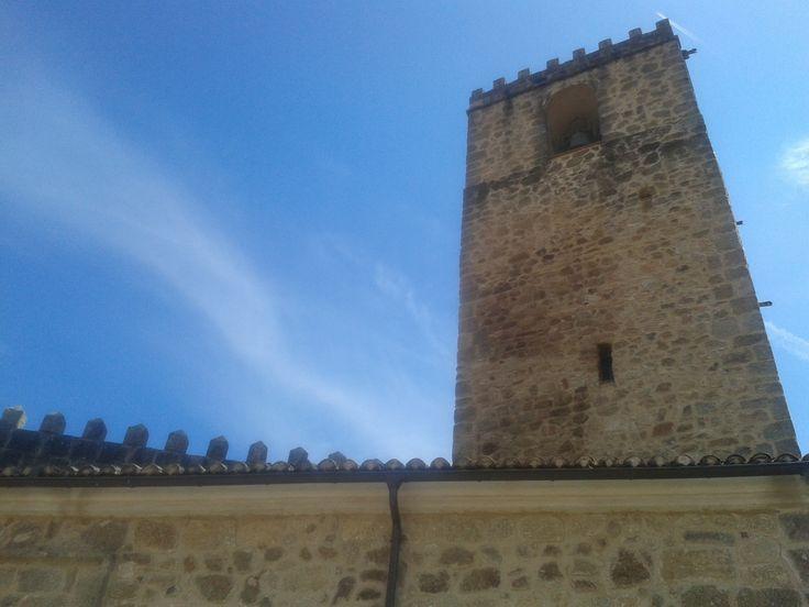 Imponente torre de la Iglesia Templaria de Nuestra Señora de la Torre, tremenda iglesia fortaleza que bien merece una visita guiada.