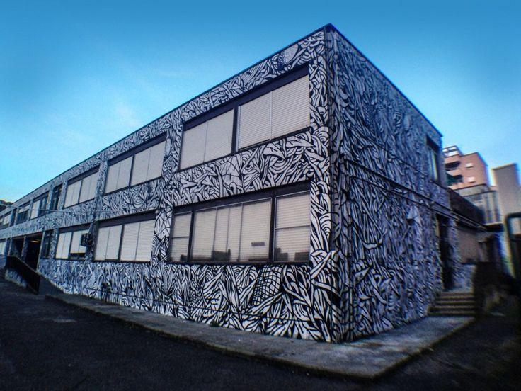 """Roma, i muri della scuola """"Dalla Chiesa"""" diventano un'opera di street art"""