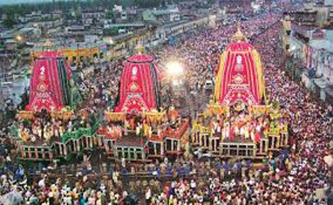 अहमदाबाद में भगवान जगन्नाथ की 139वीं रथयात्रा शुरू हो चुकी है | यात्रा शुरू होने से पहले बीजेपी अध्यक्ष अमित शाह परिवार के साथ जगन्नाथ मंदिर पहुंचे और उन्होंने मंगला आरती की | गुजरात की मुख्यमंत्री…