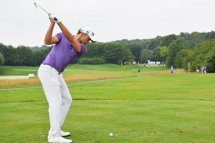 Maximilian Kieffer - purple white Outfit on the Golf Course