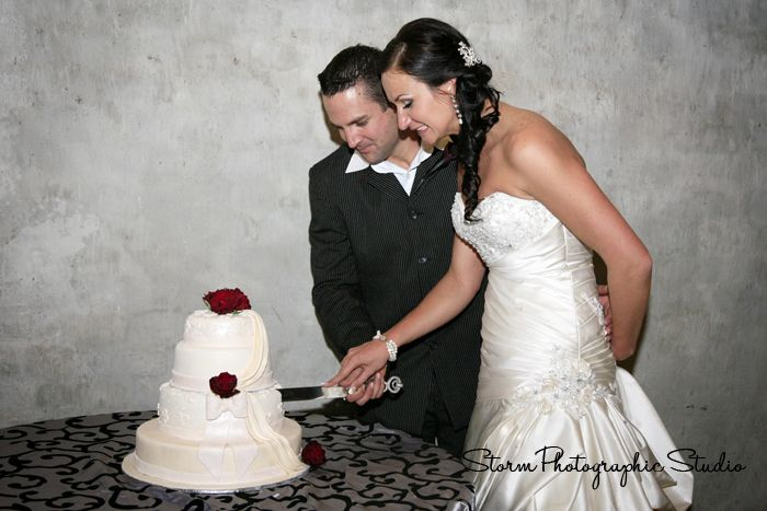 Cutting the cake. Wedding Photography by Storm Photographic Studio, Wedding Photography Gauteng.