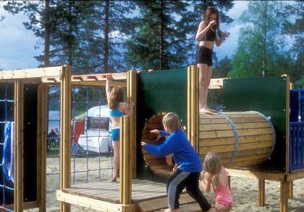 Angsjöns Camping & Konferens, 7 mil utanför Umeå, är en 4-stjärnig camping och stugby. Restaurang med fullständiga rättigheter. Konferenslokal. Vedeldad bastu och badtunnor vid sjön.