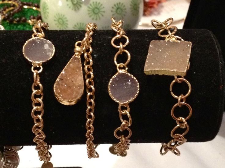 Pulseras de geodas de cuarzo engastadas en oro 24K. Nueva colección DESTELLOS de Disenos Rengifo Griman 28 @rengifogriman