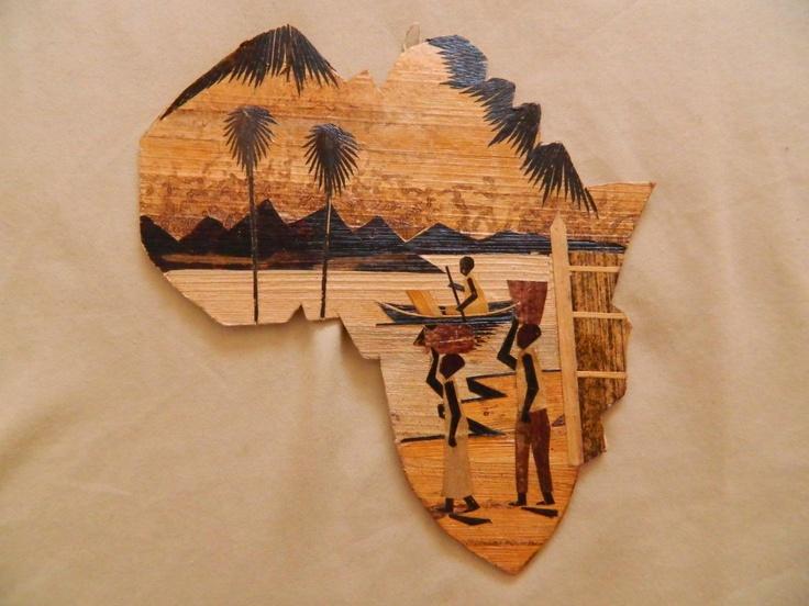 Tableau en forme du continent de l'Afrique entièrement fait avec feuilles de bananier $15