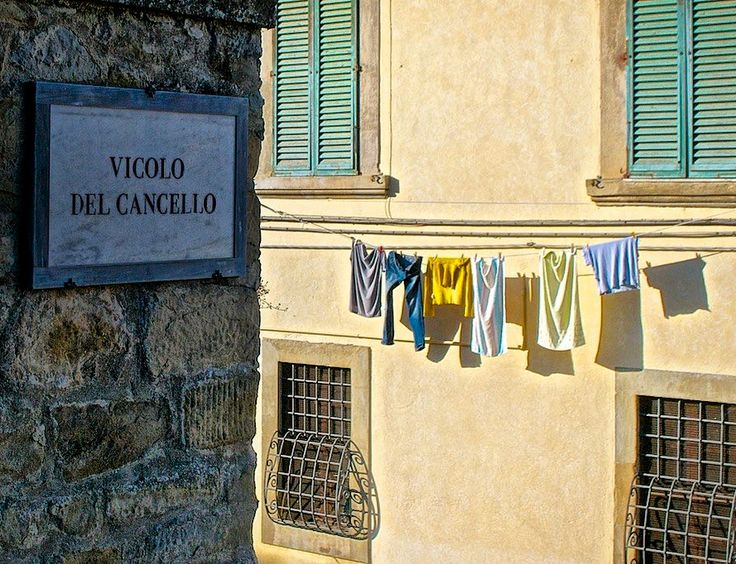 Walking in the streets of Arezzo. Arezzo is a typical tuscan city with medieval buildings, secrets gardens and clothes hanging on the streets!