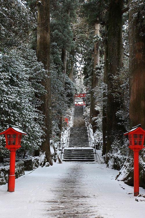 disminucion:  hakone#7 箱根神社 (por sunuq)