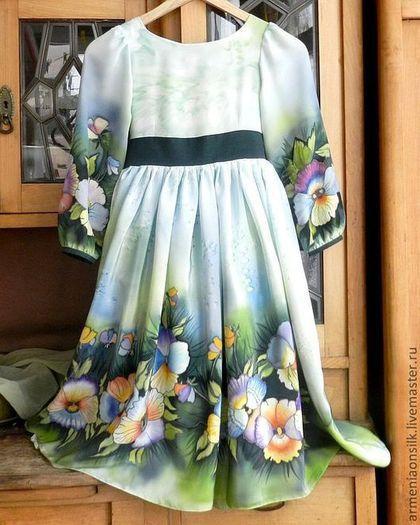 Купить или заказать Бальное платье для девочки. в интернет-магазине на Ярмарке Мастеров. Бальное платье для девочки, из натурального шелка ручной росписи. Очень нарядное платье для торжественных мероприятий и праздников.