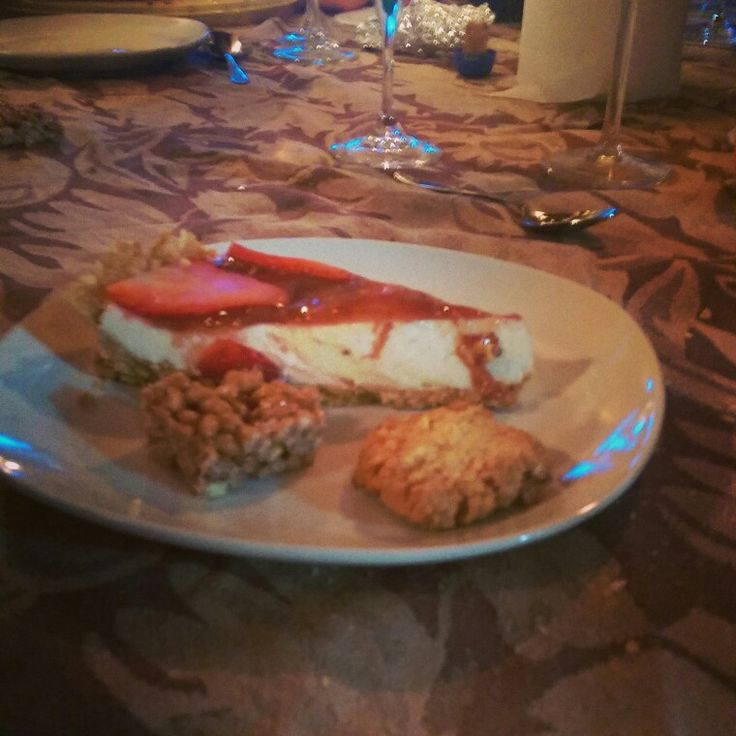 Dolce al marsh ,brutti ma buoni, torta alla robiola e fragole!!