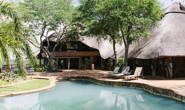 Chilo Lodge's pool at the Save River