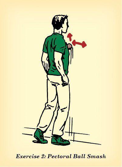 Posicione uma bolinha dura entre o peito e a parede, e gire a bolinha até encontrar o ponto mais dolorido. É ali que ela deve ficar por 20 segundos.  Ao contrário do que pensa a maioria, é a pressão – e não os movimentos giratórios – que aliviam os músculos com nós. Para achar mais desses pontos doloridos, é só girar mais a bolinha e repetir o processo três vezes por semana.