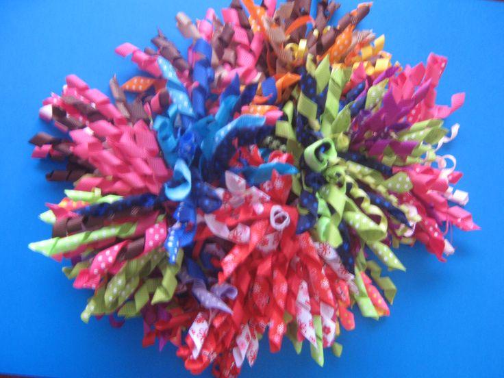 This is a bunch of some of the korker bows. Cool ! Esta es un racimo de varios moños crespos.Lucen genial!!