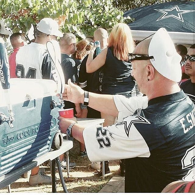 A Dallas Cowboys fans filling up his cup. No one knows how many time he did that already!! Thanks @psycho_and_marissa!  #SuperTailgate #tailgate #tailgating #win #letsgo #gameday #travel #adventure #stadium #party #sport #ESPN #jersey #sports #league #SportsNews #score #photooftheday #love #Football #NFL