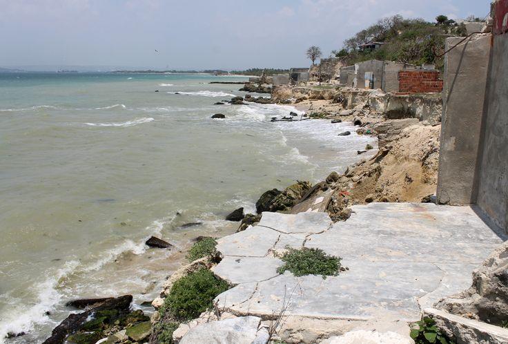 La erosión marina no sólo afecta a Tierrabomba, sino a toda la zona costera que va desde el río Magdalena hasta el golfo de Urabá.