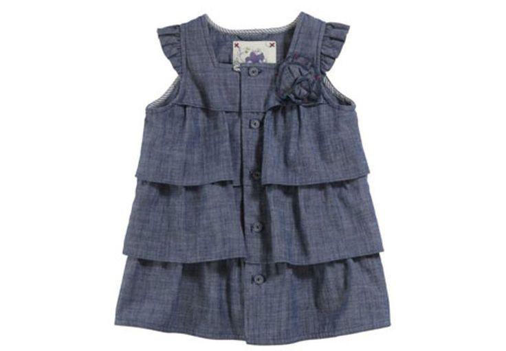 Tenue en jean pour petite fille : robe à volants et col carré, munie d'une longue patte de boutonnage et fleur sur le côté - Chipie