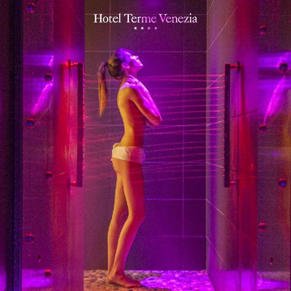 💡 NUOVA SPA HOTEL TERME VENEZIA: cosa troverai? Due docce emozionali.. Per stimolare i sensi con la cromoterapia e l' aromaterapia!